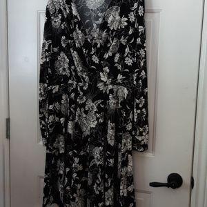 Suzy Shier - Black Floral dress XXL